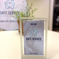 """Safe Service sichtbar machen: Tourismusverbände und Betriebe, die erfolgreich das digitale """"Safe Service"""" Training abgeschlossen haben, erhalten Kommunikationsmittel, die die Initiative gut sichtbar für die Gäste machen."""